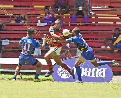 """Aisake Katonibau """"Ice"""" of Army Green looks for support against Tabadamu during the Uluinakau7's at Ratu Cakobau Park yesterday. Picture: RAMA"""