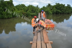 FRA contractors working on the bridges which connect the Vunisaleka and Dibulu settlements to Narere. Picture: JOVESA NAISUA